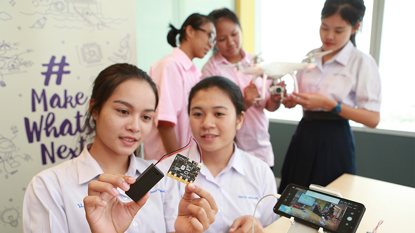 students-coding-on-the-microbit-for-social-impact