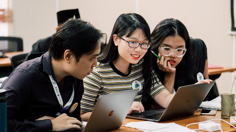 vietnam-2019-finalists-during-hackathon